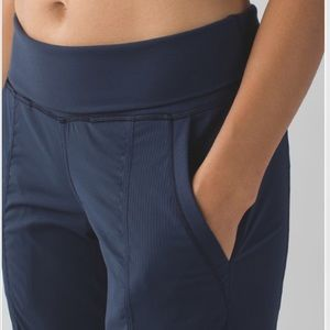 Lululemon In Flux Crop Jogger Pants Inkwell